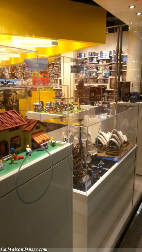 Vitrine LEGO Magasin France   More here! http://lamaisonmusee.com/