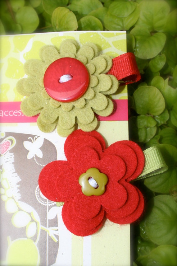Felt Flower Hair Clips. I can make these to go with Christmas outfits.