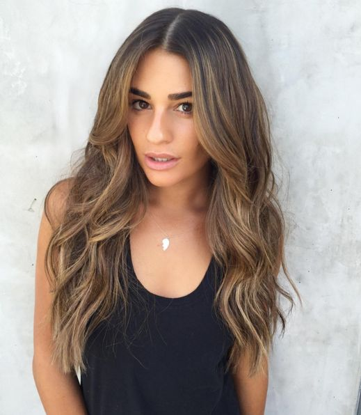 Lea Michele's stunning summer wavy hair