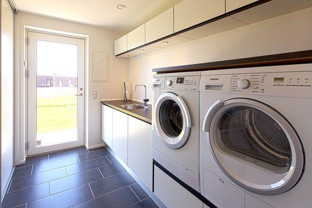 Hævet vaskemaskine/tørretumbler løsning. Skovby