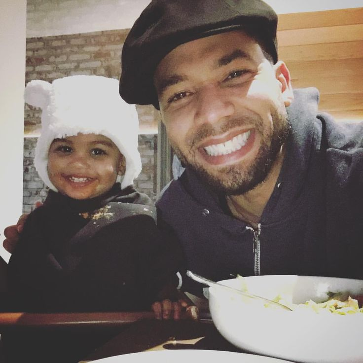 """I know he bats for the other team. but dang.. Jussie Smollett on Instagram: """"What happens when I'm chillin with my baby niece Nylah and I say """"Nylah give these folks some face."""" Nothing matters more than this one. #Family #UncleJussie"""""""