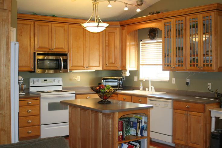 Pictures Of Maple Colored Kitchen Cabinets