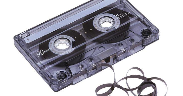 Cómo desmagnetizar cabezales de cinta . Los cabezales son un componente electrónico usado en reproductores de cinta y sirven para leer la señal de audio análoga grabada en cintas magnéticas, guardada en carretes o en casetes. Con el tiempo, los cabezales se magnetizan por el paso constante de las cintas. Esto provoca problemas de reproducción, afecta la calidad de sonido y puede ...