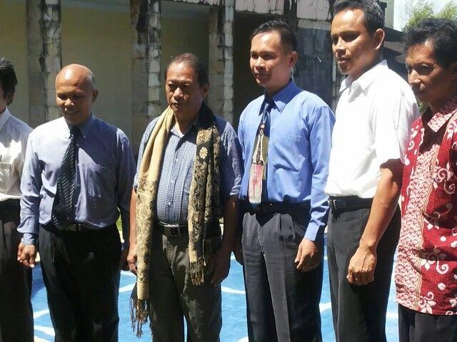 Foto bersama dengan para officer teratas  Matungkas SDA Church di MIS Menado, Pebruary 28-2015