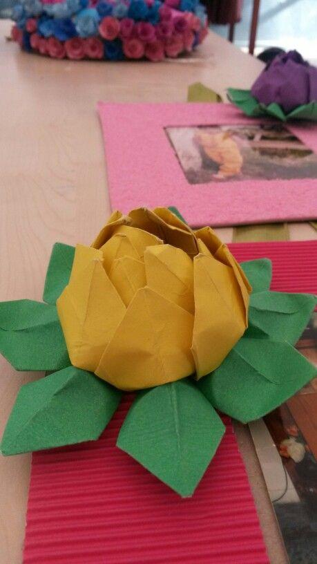 Kağıttan nilüfer çiçeği