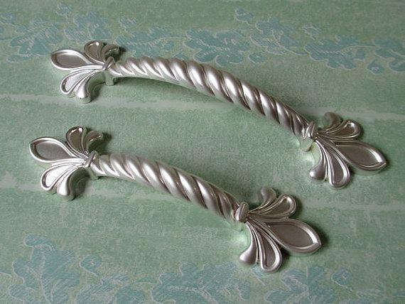 Красоты французский серебро тянет ручки ручки флер де лис потертый шик шкафа потяните ручку античная красоты