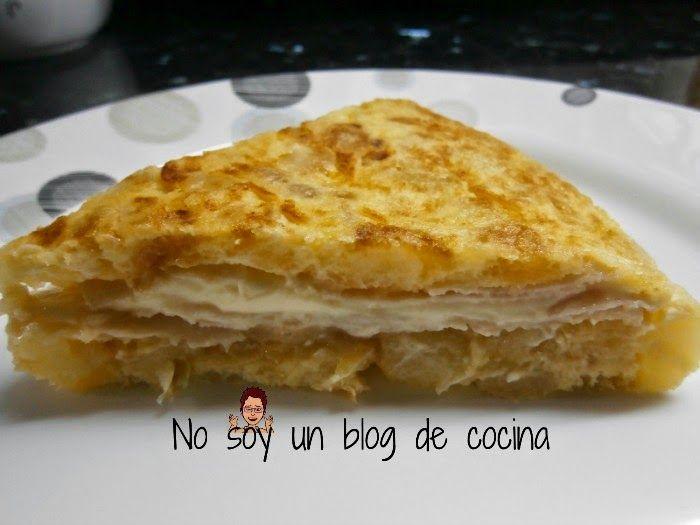 Tortilla de patatas, rellena de jamón y queso