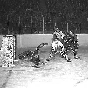 Legends of Hockey - Gallery - Lou & Nat Turofsky, 021, Howie Meeker tries to score against Blackhawks