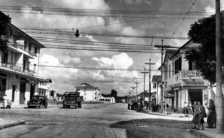 1950 - Avenida Pedroso de Moraes com rua  Teodoro Sampaio, bairro de Pinheiros.