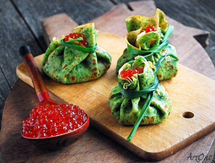 Cream cheese and salmon stuffed spinach crepes. Happy Saint Patricks day! /// Закусочные шпинатные блины со сливочным сыром и красной рыбой. Сочно нежно изысканно...и дорого  Но дьявольски вкусно!  Для #веселая_масленица @marjoriolesya @ira_zlatev Спонсор @polaris_cook  судья @fahrwasser  #foodpic #foodie #food #foodphotography #foodphoto #foodphotononstop #foodporn #foodgasm #instafood #breakfast #crepe #instabreakfast #colorful #tasty #meal #thefeedfeed #f52food #hautecuisine…