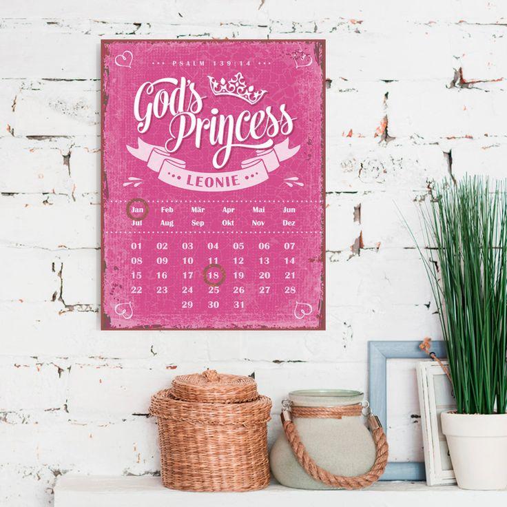 Persönlicher immerwährende Magnetkalender im Format 27 x 35 cm, mit Aufhängung. Mithilfe der zwei enthaltenen Magnetringe werden Monat und Tag markiert. #persönlich #magnetkalender #magnet #kalender #vintage #geschenk #god #princess #bibel #psalm