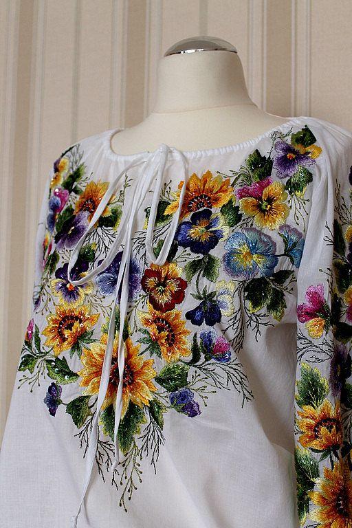 Hand emroidered white floral blouse por Handembroiderykvitka