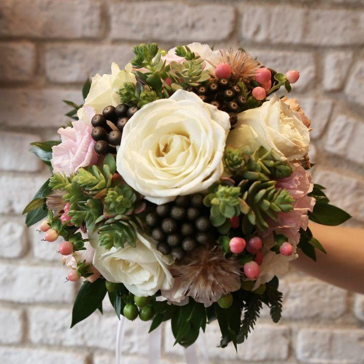 Gelin çiçeğinizin ve bu özel gününüzdeki çiçek düzenlemelerinin sizi yansıtan renk ve çiçeklerle hazırlanmış olmasını ister misiniz? 😉💐🍀Siparişleriniz, ücretsiz gelin buketi rehberliğimiz ve her türlü bilgi için 0216 445 4652 ve daha fazlası için gelinakademi.com #gelinbuketi #gelinakademi #gelinçiçeği #enmutlugün #gelinbuketi #nisantepsisi #soztepsisi #cicek #dugun #buket #gelincicegi #gelin #nişan #dugunfotografcisi #dugunfotografcisiistanbul