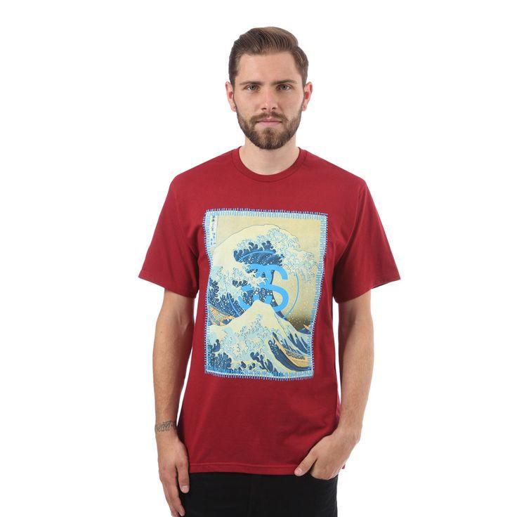 Stüssy Tsunami T-Shirt - Features: <br /> <br />-geripptes Rundhalsbündchen <br />-Screenprint des Tsunami-Artworks auf der Front <br />-entspannte Schnittform <br />-Single Jersey aus 100% Baumwolle