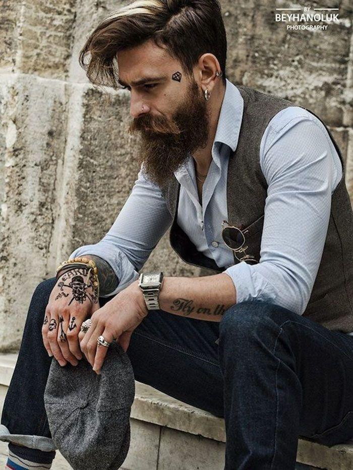 O esporte fino fica ainda mais elegante em homens que tem referências do estilo lenhador.