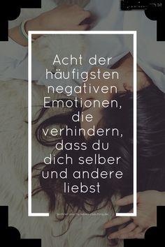 Selbstliebe ist die Voraussetzung dafür, dass du auch andere Menschen lieben kannst. Negative Emotionen, denen du mehr Raum in deinem Leben gibst, verhindern das.