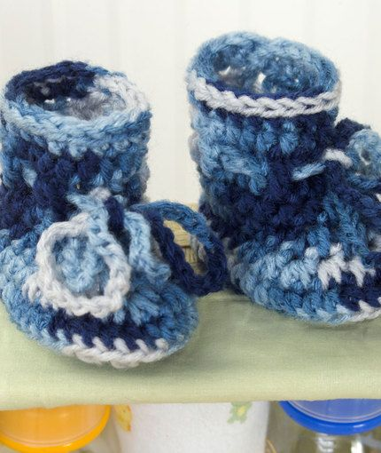 Easiest Baby Booties EVER! I add an extra 3 rows of hdc before the last row of sc so that I can roll them down over the ties. :)