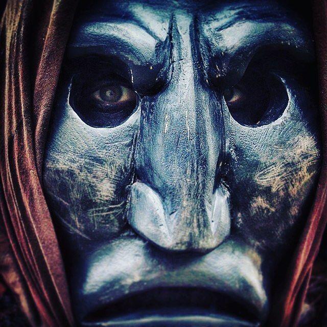 Maschera di Mamuthone con fazzoletto.