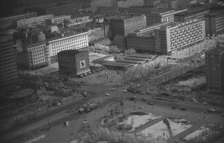 Skrzyżowanie ul. Marszałkowskiej i Alei Jerozolimskich w Warszawie, lata 60. XX w.