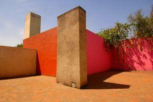 Luís Barragán. Nació en 1902 en Guadalajara, Jalisco. Fue uno de los arquitectos más importantes del siglo XX y el único mexicano en obtener el Premio Pritzker, en 1980.  - Los mejores arquitectos mexicanos y sus obras - de10