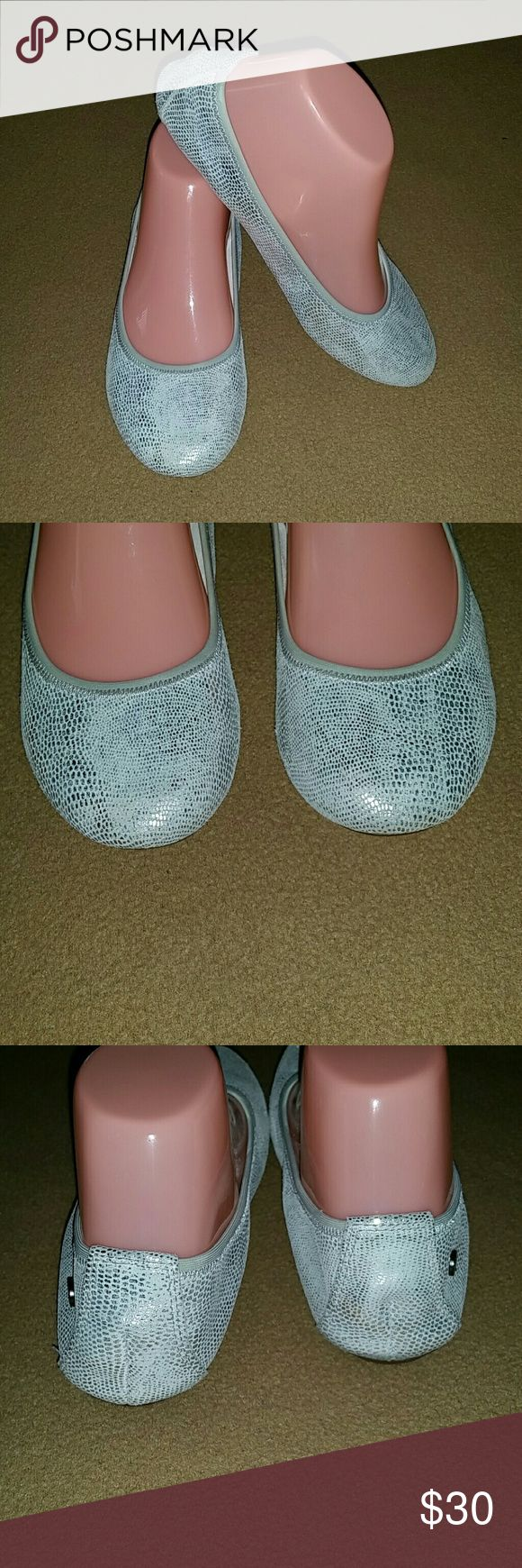Hush Puppies Flats Size 6M Hush Puppies Flats Size 6M silver color In good preowned condition. Hush Puppies Shoes Flats & Loafers