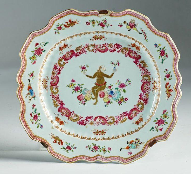 """Lote 1140: Fuente de compañía de indias de porcelana esmaltada y dorada de """"familia rosa"""". Trabajo chino para la exportación ffs. del S. XVIII. :: Alcalá Subastas"""