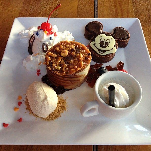 .@Diana Avery Grant   Dessert! #hawaii #aulani #ama'ama