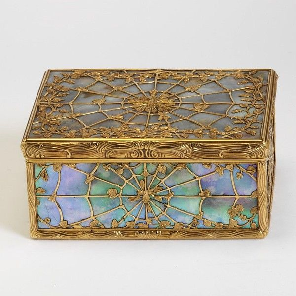 Spiderbox- Gold and mother of pearl decorated box, Paris marks for 1744-1745 and 1745-1746