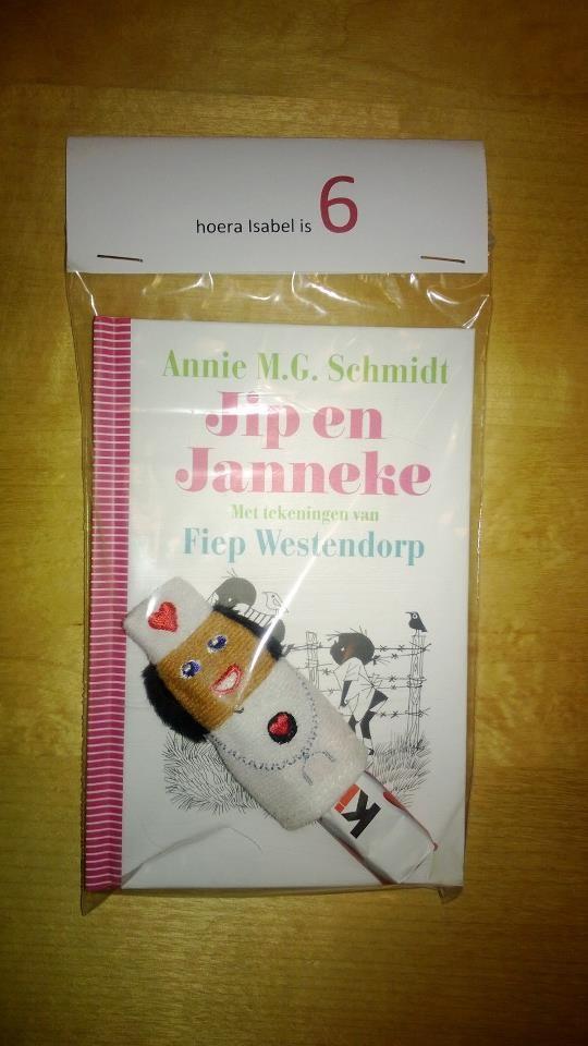 Zakje (wibra) met Jip & Janneke boekje, Kinder chocolaatje en een Vingerpopje (Ikea). Super!