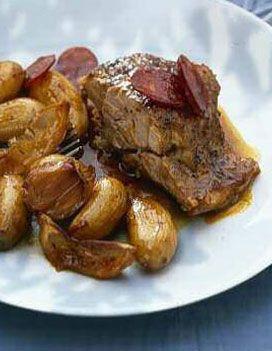 Epaule d'agneau confite, pommes de terre nouvelles au chorizo pour 4 personnes - Recettes Elle à Table