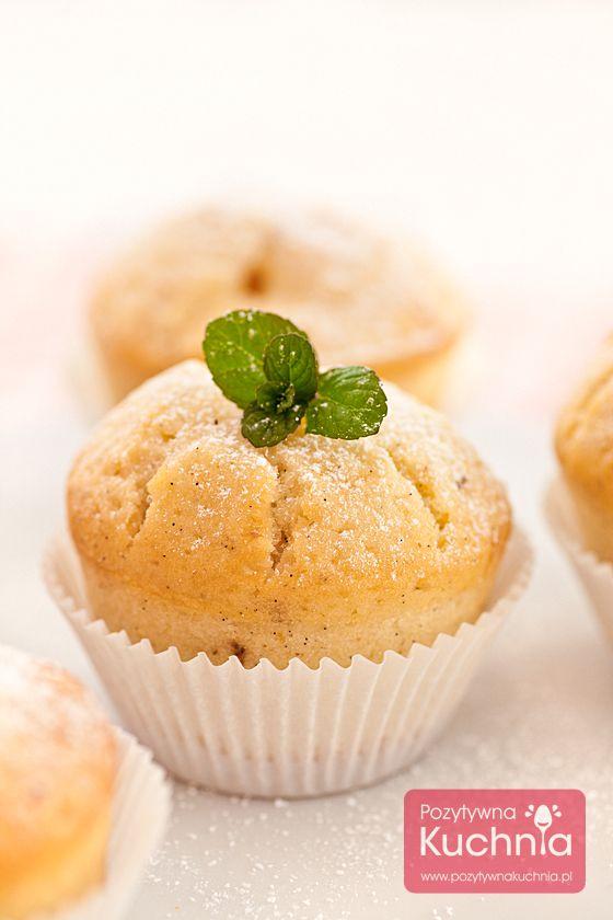 Podstawowy #przepis na #muffiny, który można wzbogacać o opcjonalne dodatki: owoce, bakalie, kakao, czekoladę…  http://pozytywnakuchnia.pl/muffiny/  #kuchnia #deser