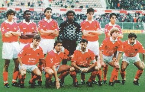 1993-94 (em pé: Rui Costa, Aílton, Mozer, Neno, Nuno Afonso e Vítor Paneira; agachados: João Pinto, Iuran, Veloso, Schwartz e Abel Silva)
