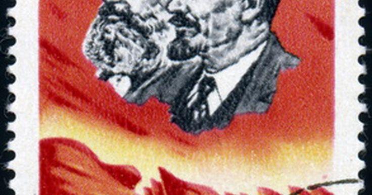 Três conceitos-chave do marxismo. O marxismo é uma forma específica de comunismo - uma teoria política e econômica que se concentra no trabalho e nas classes sociais. Ele geralmente é visto como o oposto do capitalismo, que se baseia em investimento financeiro e em negócios empresariais. É atribuído ao filósofo Karl Marx, cujos livros datados do século 19 trazem a fundação da ...