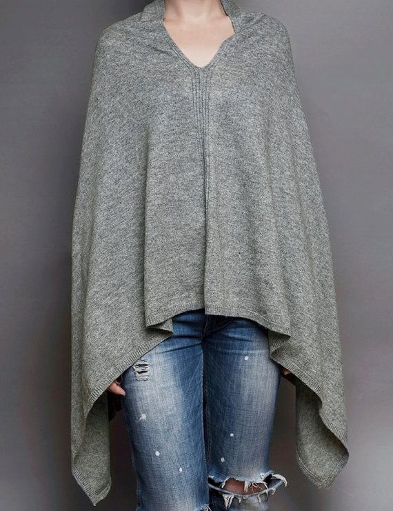 Stylish cashmere poncho from Kashmir. Light, soft, but very warm and comfortable poncho for connoisseurs of ethnic style. Great idea for gift or for