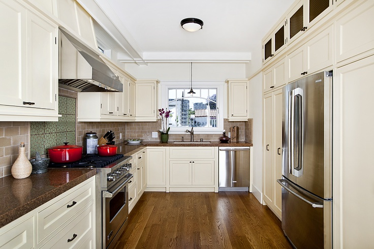 Cape cod style kitchen cabinets yale ave marina del rey for Cape cod kitchen design ideas