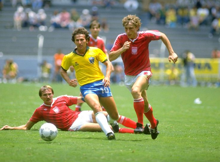 World Cup Finals, Second Phase, Guadalajara, Mexico, 16th June, 1986, Brazil 4 v Poland 0, Brazil's Zico in a race for the ball with Poland's Ryszard Tarasiewicz