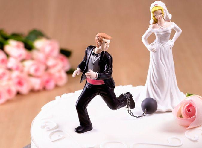 """El temor del hombre al casamiento ¿Qué nos pasa por la cabeza a los hombres cuando estamos allí, de pie en el altar, vestidos de gala a punto de recibir a la mujer que habrá de ser nuestra esposa por siempre?  Se bromea que los hombres somos reacios a formalizar la relación con nuestra novia, aún después de un largo vínculo estable. Quizás porque se dice que perderemos nuestra libertad, que nos someteremos al """"tremendo yugo"""" del matrimonio."""