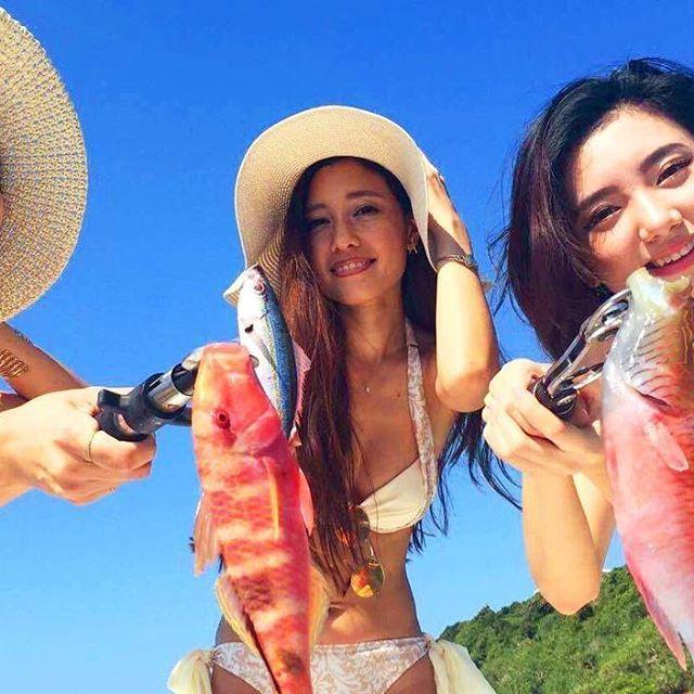 【kariiiza】さんのInstagramをピンしています。 《撮影 楽しかった〜🐠🐡🐟🎣 ロビン あやの ありがとう☺︎ . . . . #沖縄#okinawa#撮影#海#魚#ハーフモデル#水着#model#11月夏#楽しかった#🐠》