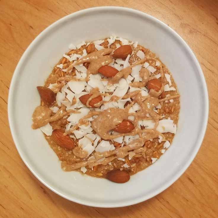 Peanutbutter taste oatmeal with coconut chips, almonds and coconut peanutbutter.