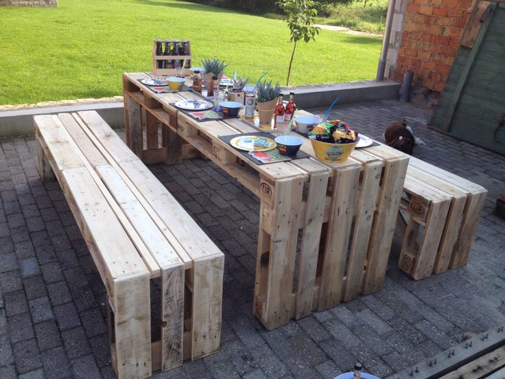 Tisch mit Platz !  Wunderschönes Set mit 2 Bänken für tolle Feste ! Platz für bis zu 8 Personen !