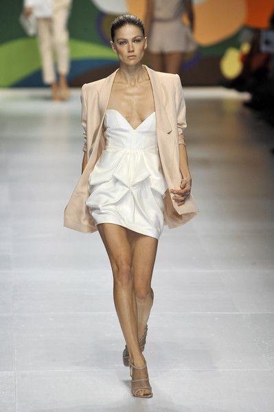 Stella McCartney at Paris Fashion Week Spring 2009 - Runway Photos