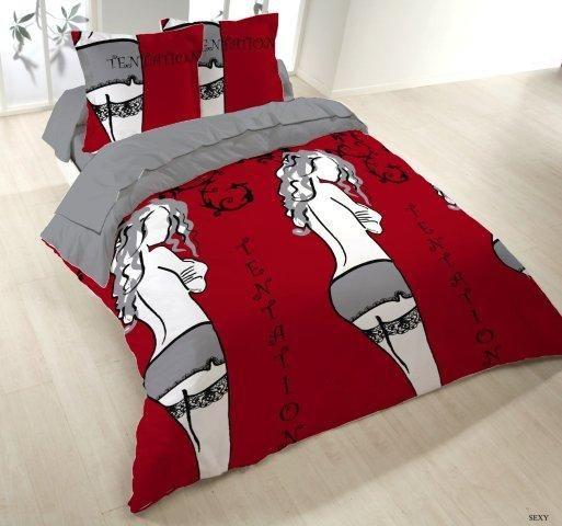Bettbezug mit sinnlichen Motiven: eine nackte Frau, rote Farbtöne; Bettbezug 220x240 + 2 Kissenbezüge 65x65. Set 70 % Polyester, 30 % Baumwolle. Finden Sie den passenden Bettbezug für Ihr Schlafzimmer in unserer Auswahl an Bettbezügen mit 25 verschiedenen Farben möglich. 57 Fäden pro cm², qualitätsvolle Baumwolle. Keilkissenbezug, Kissenbezug und Betttuch auch verfügbar.