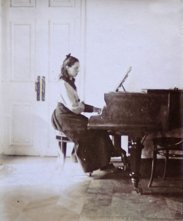 253 Best Images About Piano Music On Pinterest: 17 Best Images About Piano Girls On Pinterest