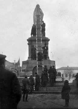 Торжественное открытие памятника В.И.Ленину на пл.Революции. Ноябрь 1927 г.