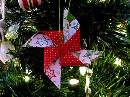 fabric pinwheel ornament (festive fabric stashbuster)