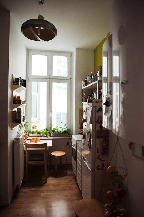 Small kitchen designs 10 organized efficient and tiny for Small kitchen ideas apartment therapy