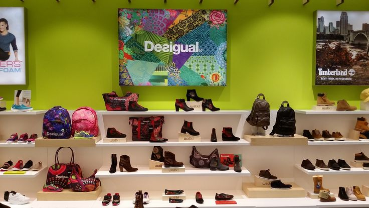 Mostaza Design | Walk! by Fund Grube | El Mirador, Las Palmas de Gran Canaria | Shoes & Accessories Shop | #retaildesign #mostazadesign #fundgrube #interiordesign #interiors #retail #furnituredesign #elmirador