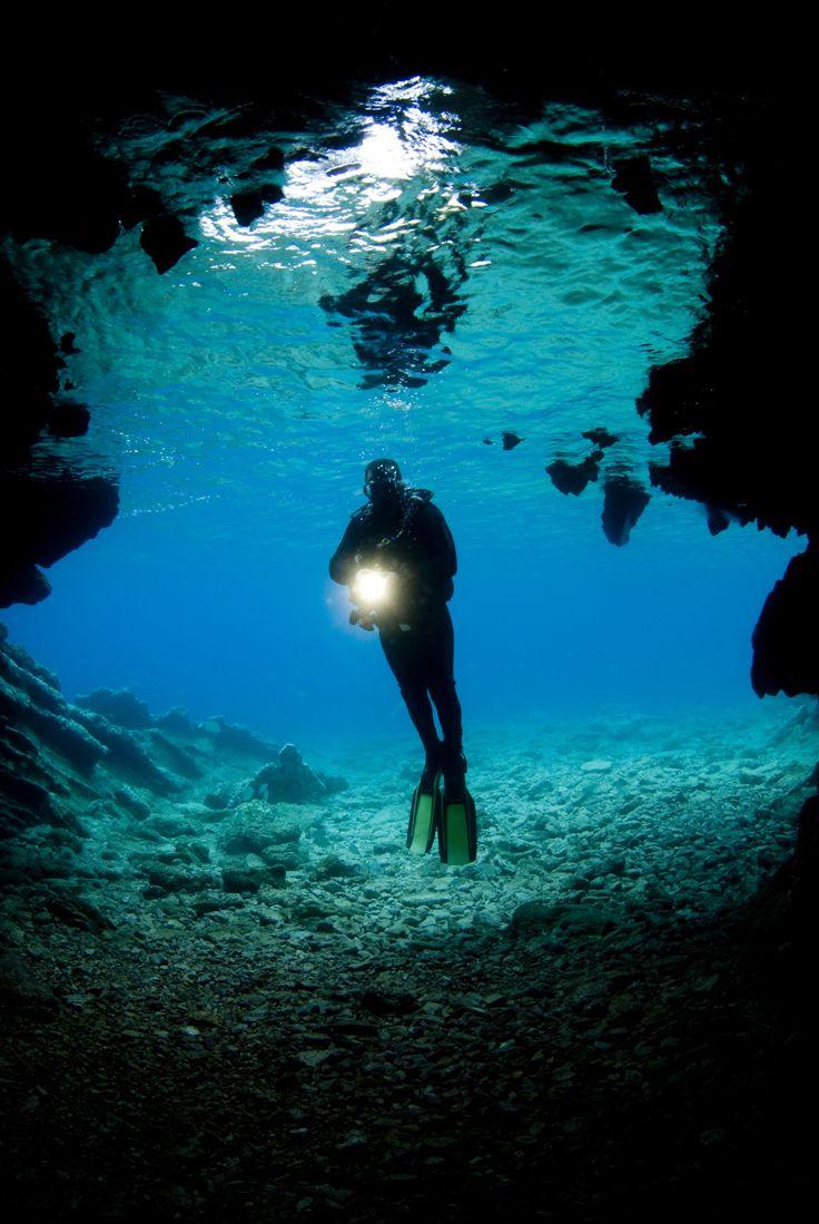 La saison s'y prête bien et le temps aussi ce week-end pourquoi ne pas faire votre baptême de Plongée ? Accompagné de moniteurs vous pourrez découvrir les fonds marin de Marseille qui ont été filmé autrefois par le commandant Cousteau.
