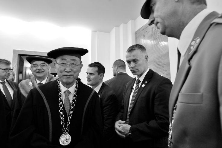 고국 방문한 반기문 유엔 사무총장 ,  Ban Ki-moon (Hangul: 반기문; hanja: 潘基文; born 13 June 1944) is a South Korean statesman and politician who is the eighth and current Secretary-General of the United Nations. Before becoming Secretary-General, Rektora Univerzity Komenského v Bratislave  prof. RNDr. Karol Mičieta, PhD , Rector of Comenius University in Bratislava prof. RNDr. Karol Mičieta, PhD , Foto: Andrej Palacko