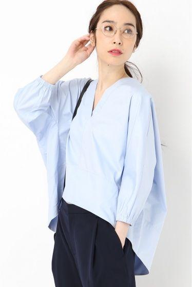 TIBI Vネックポプリン トップス  TIBI Vネックポプリン トップス 45360 シンプルなデザインが女性らしさを引き出したTIBIのブラウス コットン素材で一枚で涼しく着られます TIBI(ティビ) ブランドコンセプトは身にまとうだけで女性が自身に溢れ輝く服 女性の美しさ強さを引き出す大胆なカッティングや配色プリントデザインが素晴らしく 初参加のNYコレクションでは群を抜くハイクオリティーなデザインが多くのファンを作りあっという間に人気高級ブランドとなりました モデルサイズ:身長:167cm バスト:77cm ウェスト:56cm ヒップ:80cm 着用サイズ:XS